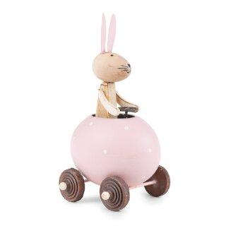 putzige Dekofigur Osterhase im rosa-weiß gepunktetem Ei als Auto