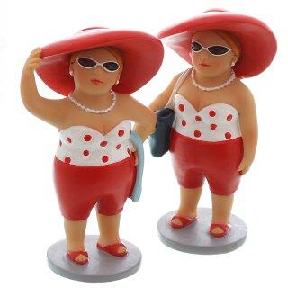 dekorative witzige kleine Dekofigur Strandlady mit Badetuch oder Badetasche rot-weiß